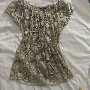 XS BKE Boutique Gold Lace Short Sleeve Blouse Top